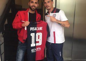 Fabio Pisacane con il tifoso Luca