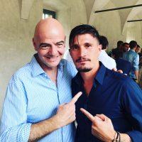 Fabio Pisacane con Gianni Infantino