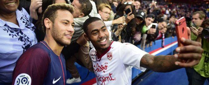 selfie Neymar Jr (PSG) et l entorage de MALCOM (Bordeaux)